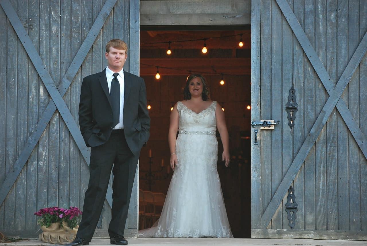 wedding couple barn