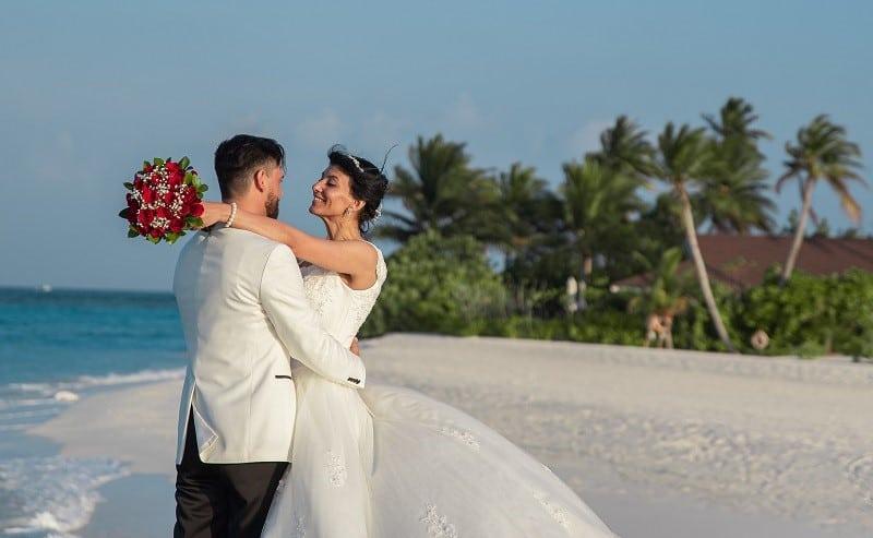 wedding couple beach