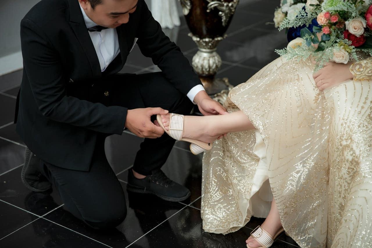 removing shoe couple