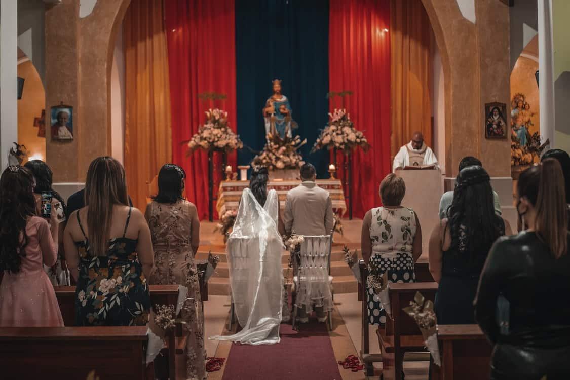 praying during wedding