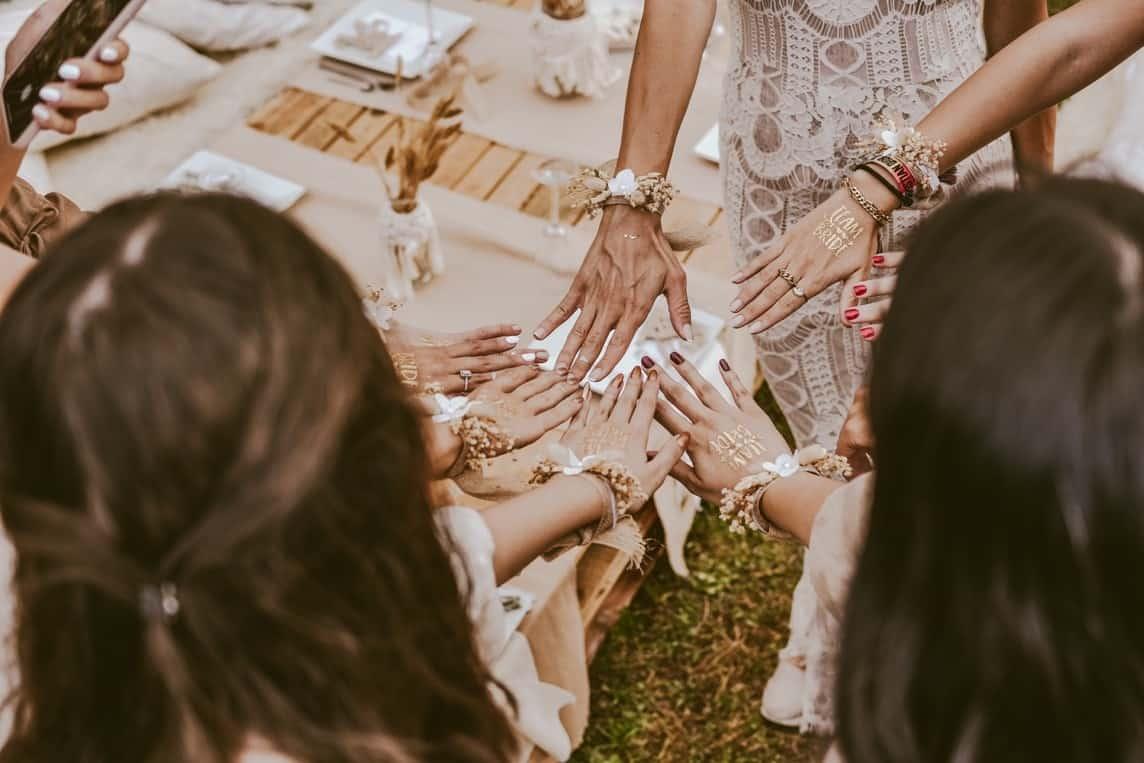 hands in women