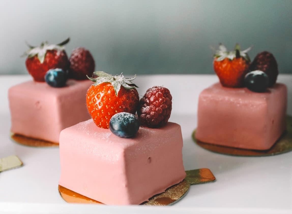 taste test strawberry cake