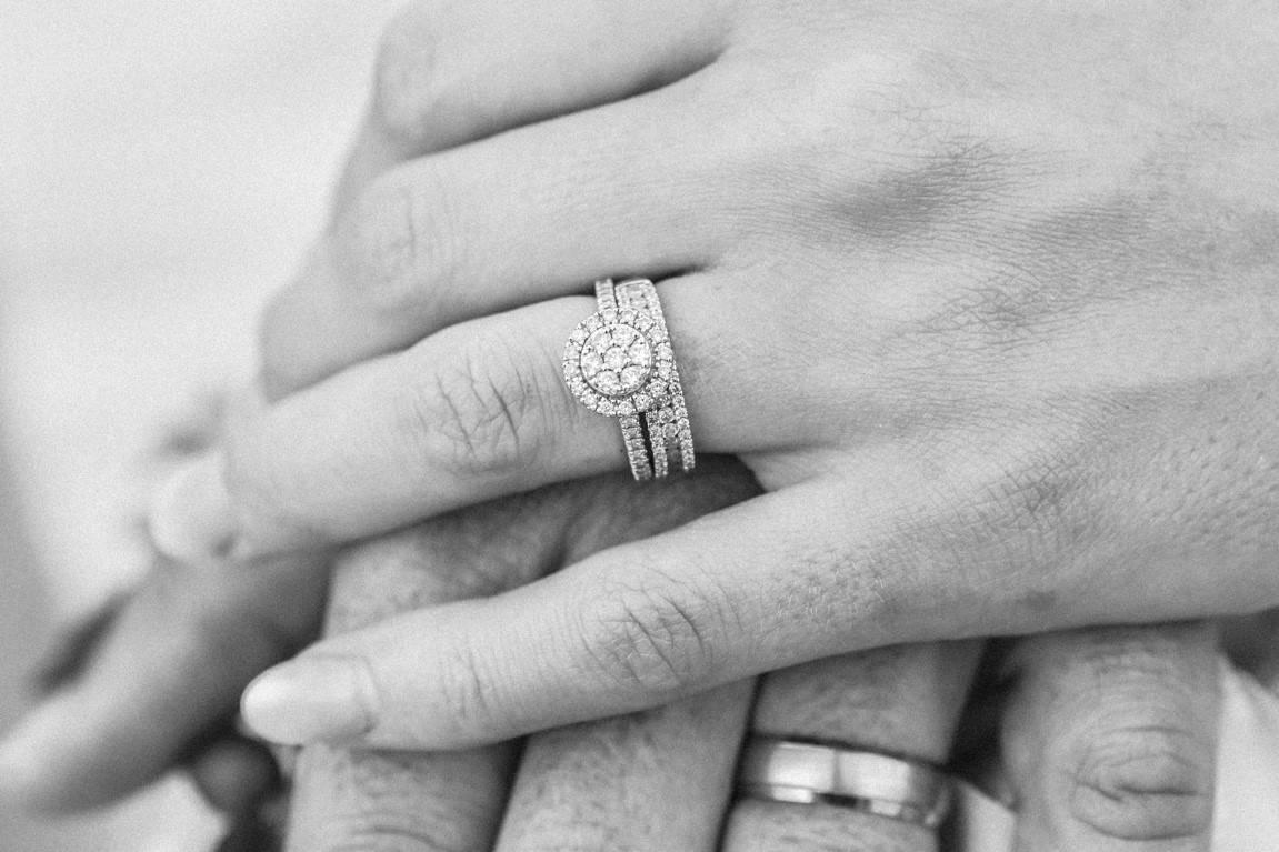 monochrome finger rings