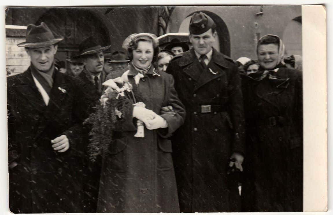 vintage wedding war