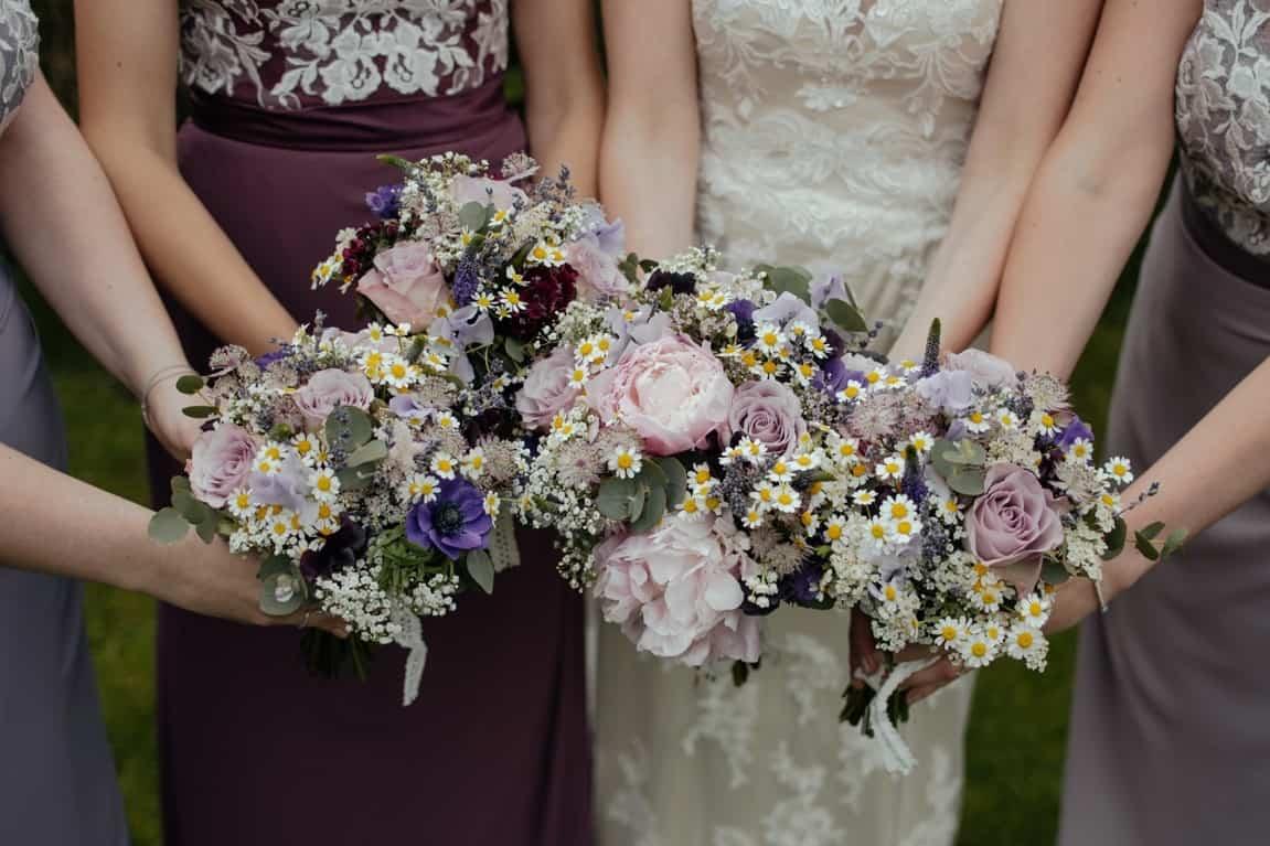 flowers wedding sisters