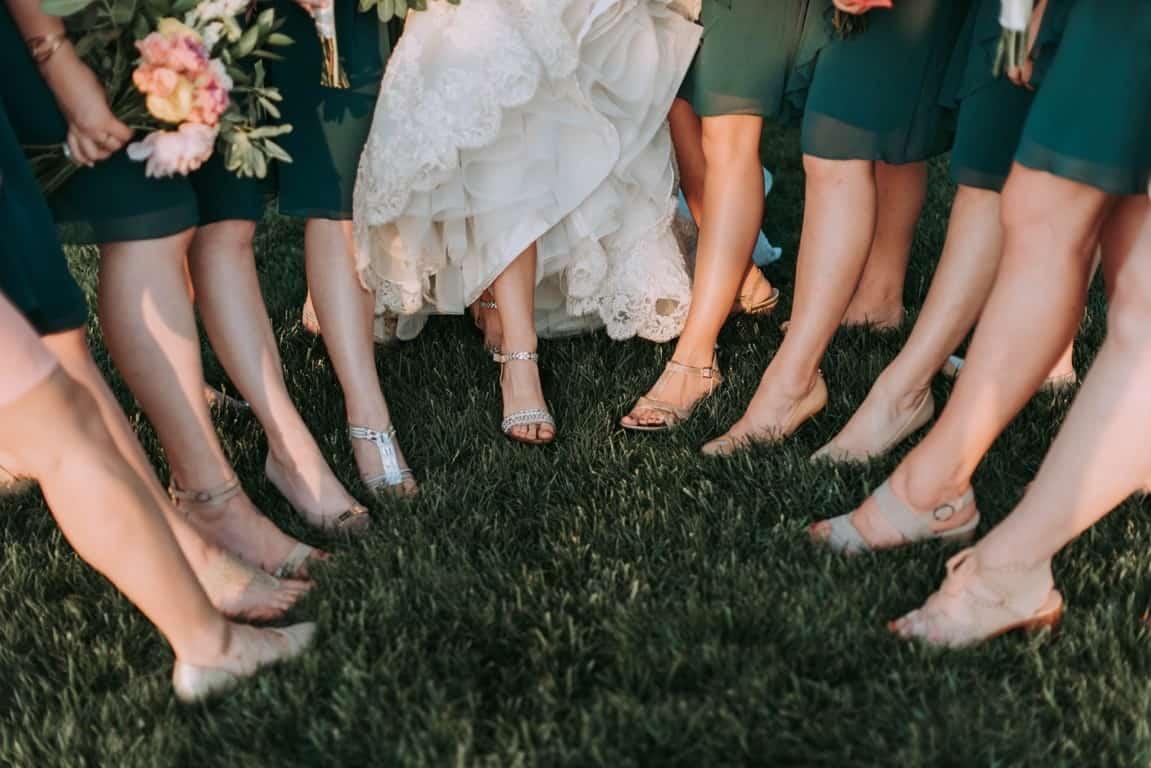 girls before bouquet toss